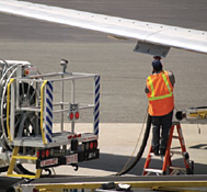 Airplane under-the-wing fueling